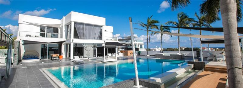 Main Photo of a 5 bedroom  Villa for sale