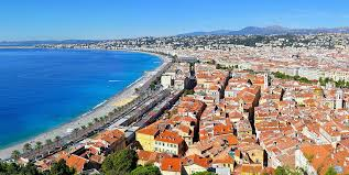 500 meter Beach Promenade des Anglais Exceptional, 2 apartment plus laundry forming the totality of the floor in the historic center of Nice 2 separate entrance doors The studios are completely renovated and furnished with furniture. Many charms, ver...