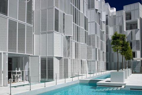 Apartamento espacioso y moderno en Marina Botafoch en un edificio moderno con piscina comunitaria y seguridad de 24 horas, solo algunos minutos a pie a la playa de Talamanca y al puerto de Marina Botafoch, 3 dormitorios, 2 baños, salón comedor amplio...