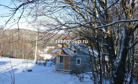Лот №12952. Сдается посуточно дом 50 м (брус) на участке 8 сот. на горнолыжном курорте Волен-Степаново, в 30 метрах от подъемника. Дом деревянный, тёплый. В доме холодная прихожая для хранения сноубордов и горных лыж, теплая прихожая, общая комната -...