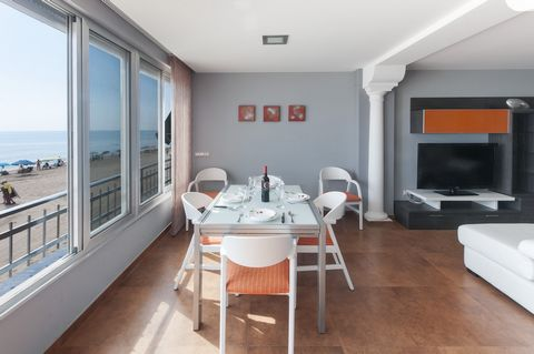 Welcome to this modern and beautiful apartment for 4 people located in front of the beach in Tavernes de la Valldigna. You will think that you are about to put out to sea in this great first floor apartment, featuring an elevator. The large window of...