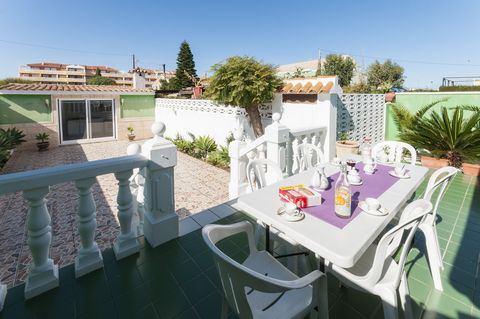 Beautiful town house located within Denia, with a fantastic covered barbecue area and only 230 metres away from the beach. It is perfect for 6 guests. This accommodations presents a terrace on two levels. A part of it is furnished so it is the perfec...