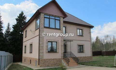 We offer to rent a large 3 - storey house 395 m (on a plot of 20 acres) with an expensive repair! On a large outdoor area is a mini soccer field with gates, outdoor canopy with table, grill. On the ground floor kitchen, dining room, large master bedr...