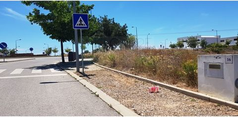 Lot of industrial land for the construction of a service station (fuel pump) in the business park of Tavira. It has all the infrastructures completed (water, electricity and sewer network). This lot of 3595m2 allows a construction 7191m2. 2 floors ab...