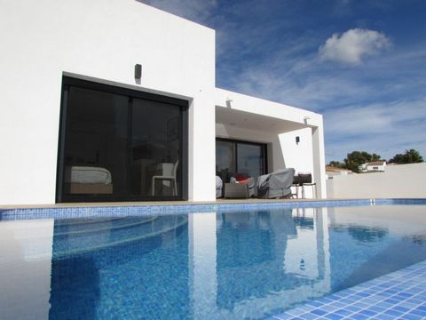 Renovated villa in Moraira (Costa Blanca) with private pool and only 1km from the beach l'Ampolla. This property is 1 km from Pepe la Sal supermarket and the centre of Moraira. The airport of Alicante is 90 km away. The villa is built on a practicall...