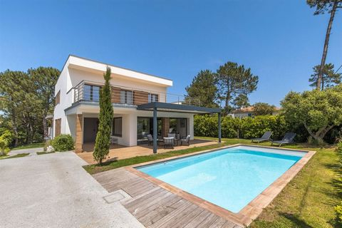 A stone's throw away from the ocean, splendid contemporary villa facing south stood on a plot of 1300 m2 in the heart of the forest of Chiberta, a real haven of peace in a sought after location, built to high standards in 2017. An ideal location for ...