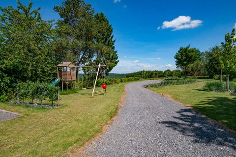 This rural holiday home has been completely renovated and comes with a private terrace. The garden and roof terrace are shared with other guests and it is an excellent choice for family holidays. The area is ideal for cycling and walking tours, for e...