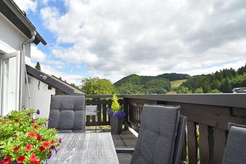 Das gemütlich und komfortabel ausgestattete Ferienhaus liegt zwischen Willingen und Winterberg im Hochsauerland. Mit einem Glas Wein in der Hand vor dem Holzofen den Abend genießen, bei einem gemeinsamen Frühstück auf dem Balkon mit Ihrer Familie den...
