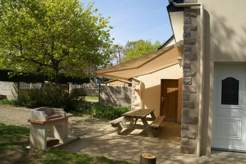 Located in Erquy, this stylish holiday home is perfect for a weekend getaway. It can accommodate up to 5 guests and has 4 bedrooms. It has a furnished garden and electric heating for you to sit back and relax after a long day. The sea lies 700 m from...
