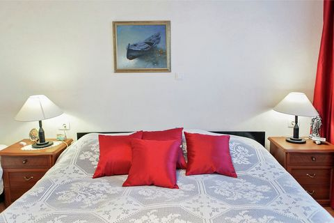 You will be staying in the proximity of all the necessary amenities. You can procure supplies from the supermarkets and relish delicious cuisines at the restaurants within a radius of 100 m. Beat the heat by enjoying a refreshing swim in the sea at t...