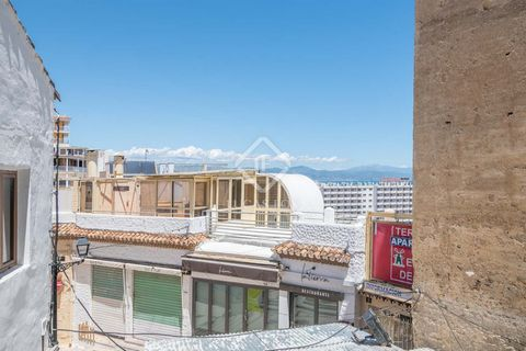 This commercial premises has a 42 m² terrace and is located in the shade of the Pimentel Tower, which will be restored shortly. It includes a warehouse, bathroom and interior patio and can be transformed into the ideal business taking advantage of it...