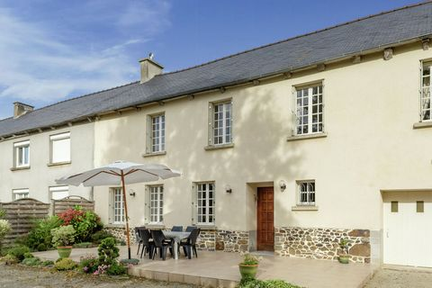 Elegant and exquisite, this is a 3-bedroom holiday home in Lanrelas. After an active day, you can relish barbecued meals on the terrace in the evening. The holiday home is best suited for a family or group of 6 persons. Your holiday home is situated ...