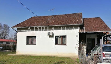 family house with a garden on peaceful location Novo Čiče, Velika Gorica. The size of the living space of the house is 110m2m2, and the infield is 1065m2. In addition to the main house, on the plot there is an additional building in which there is an...