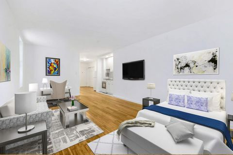 A quiet, condo studio in the heart of the Upper Eastside. 1420 York Avenue provides laundry in the building, a live-in super, and a common roof deck to enjoy in the spring and summer months. Located near great restaurants, coffee shops, and the beaut...