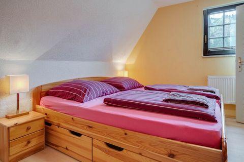 Es handelt sich hier um eine moderne, gut ausgestattete Wohnung in Merschbach, einem kleinen Dorf im Hunsrück, nicht weit von der Mosel. Das Haus, in dem sich diese und andere Ferienwohnungen befinden (DE-54426-04 und DE-54426 bis 06 DE-54426 bis 07 ...