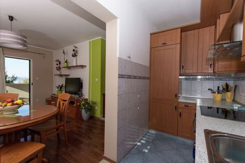 This charming apartment in Okrug Gornji has a balcony overlooking a village and the bay. There is also a shared garden and a shared barbecue to use. The property has 3 bedrooms for hosting a family of 6 or a small group of friends on vacation. The to...
