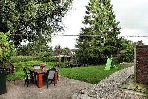 Deze vakantieboerderij in de Betuwe is geschikt voor grotere gezelschappen. Dankzij de kindvriendelijke omgeving is de woning ook ideaal voor kinderen. Er bevinden zich 6 slaapkamers in de boerderij. De woning bevindt zich aan de Lingedijk waar je vo...