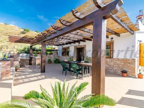 A beautiful country property in Spain, with very good orientation allowing you to get the sun throughout the day and magnificent views towards the surrounding mountains and towards the Mediterranean Sea, make this property unique. This cozy country p...
