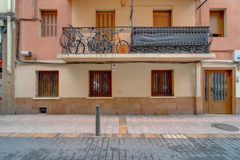 If you are looking to have a home in Rentería totally at will, this is your opportunity. We present a floor of 82 m2, with 3 totally exterior rooms, 2 of them with access to long balcony at the back of the building, and another to the main street. It...