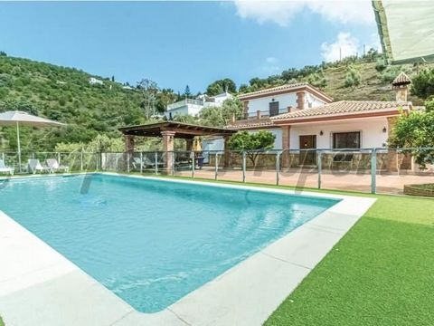 Propiedad en España, 5 habitaciones. 2 baños. Terraza.