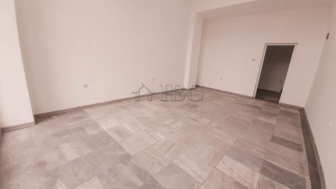 Ruse. Excellent location!Renovated Office/ Shop for Rent IBG Real Estates offers for rent a shop with excellent location, on a shopping street. The property is situated on the ground floor and it is with marble cladding and large display windows . Th...