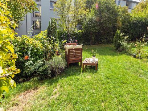 Die 2 Zimmer Wohnung liegt im Erdgeschoss und hat einen eigenen Garten sowie einen Stellplatz direkt vor dem Haus. Anfragen an az.immobilienservice(at)gmail.com
