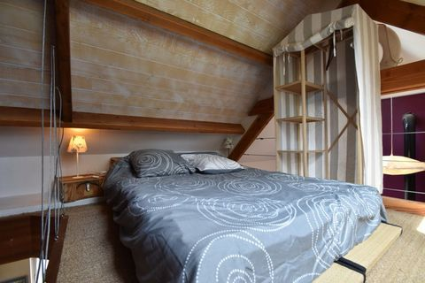 This stylish 2-bedroom holiday home is in Saint-Gilles-les-Bois. It is ideal for families or groups and can accommodate 4 guests. It offers a partially fenced garden for you to unwind and relax after a long tiring day. The Guingamp town centre and th...