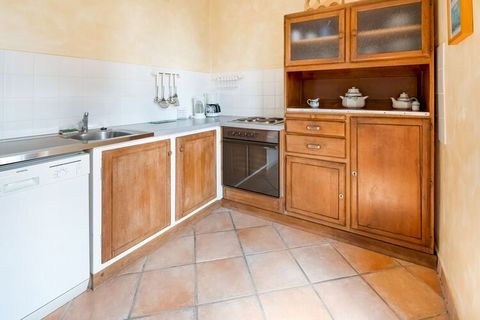 The Ancienne Gendarmerie is in a quiet side street, approx. 100 metres from the Atlantic so that you have a marvellous view over the sea and the Ile de Groix from your rooms. Le Pouldu invites you to swim and take long walks on the cliff paths. The s...