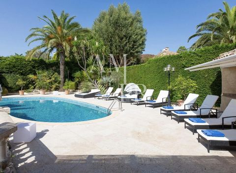 Seasonal Rental - Amanda Properties offers Le Castel Rose consisting of four double rooms, each with private bathroom and toilet, each with storage, fast internet connection, SmartTV and free access to Netflix. On the first floor of the villa is a sm...