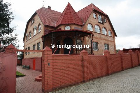 Rent brick 4- level cottage in long-term lease of 650 m2 on a plot of 24 sq.m., bordering a small creek on the perimeter fence are no neighbors, its video surveillance system, with all utilities - gas, water, sewer, Moscow telephone. The cottage is f...