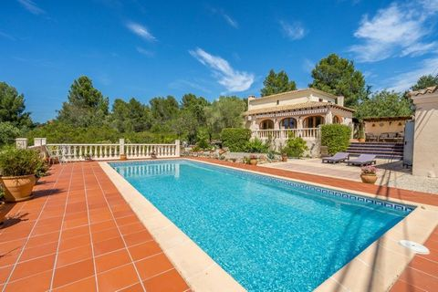 This lovely villa is in a delightful location in the heart of the beautiful Jalon Valley, in the Northern Costa Blanca. It is ideally situated being only one hour's drive from Alicante Airport and approximately 1 hour 15 minutes to Valencia Airport. ...