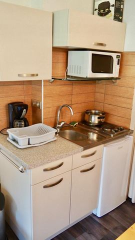 The Residence Chalet Club is located in the resort of Val Fréjus. It is located at the foot of the slopes. It is just next to the start of the chairlift of Charmasson. This Residence has a lift. You are 150 m from the center of the resort. Surface ar...
