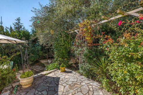 Away from the madding crowd, this villa with 3 bedrooms is located in Montouliers and can accommodate 6 people with a child comfortably. Enjoy the scenic views of this beautiful place by relaxing in the private swimming pool with your pals. Relish th...
