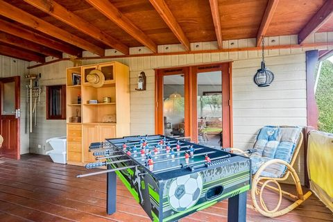 You will find this beautiful chalet in the middle of nature, in characteristic Stegeren. It features a spacious kitchen and a large garden with a terrace for relaxing amid greenery This is the perfect location for a family holiday. There are 3 bedroo...