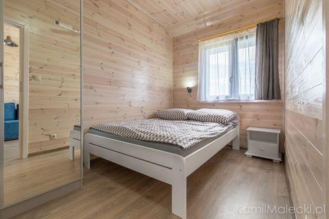 Apartament w domku drewnianym Amelia położony jest w Krynicy Morskiej - pięknie położonym kurorcie, znajdującym się w otoczeniu Nadmorskiego Parku Krajobrazowego. Szeroka plaża, czysta morska woda i orzeźwiające powietrze, przesycone jodem sprawiają,...