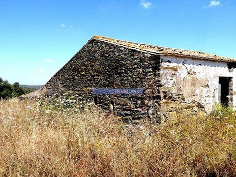 275 000 m2 de terra de pasto e azinho. Portugal, Beja, Almodôvar. Vende-se em Almodôvar, no Baixo Alentejo, herdade com 27,5 ha, com pasto, montado de azinho, cereais, 3 ruínas, furo de água e poço de água. Propriedade adequada para gado, caprinos, o...
