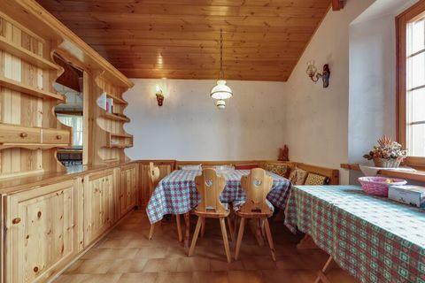 Questo grazioso appartamento vicino alle Alpi del Nevegal, in provincia di Belluno, è l'ideale per una famiglia da 4 a 6 persone. Puoi raggiungere a piedi le piste in 15 minuti e grazie all'illuminazione e all'innevamento artificiale puoi sciare 24 o...