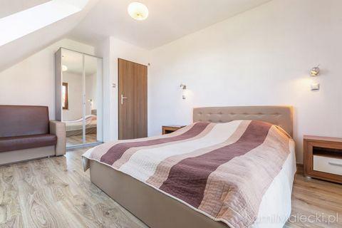 Komfortowy Apartament Amelia zlokalizowany jest w Krynicy Morskiej - pięknie położonego kurortu, znajdującego się w otoczeniu Nadmorskiego Parku Krajobrazowego. Szeroka plaża, czysta morska woda i orzeźwiające powietrze, przesycone jodem sprawiają, ż...