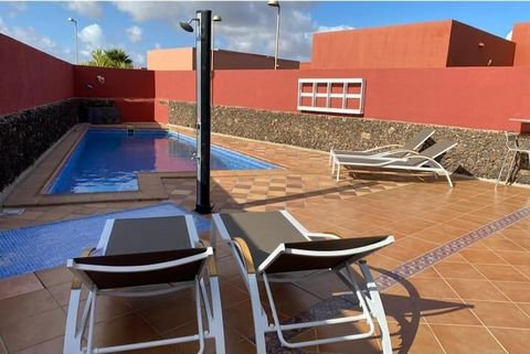 In the quiet area of La Capellania, Corralejo, north of Fuerteventura, Canary Islands, you will find this wonderful villa, all on the ground floor, with a large terrace with dining room and swimming pool. 5 km from the nearby town of Corralejo. 300 m...