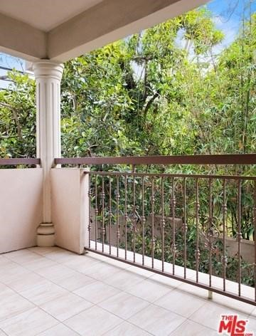 Detailed Description: Clean-lined, bright and spacious unit in the heart of West Hollywood within easy proximity to restaurants, shops and nightlife. Norton Villas is a contemporary building of only 16 units–all corner units with only one shared wall...