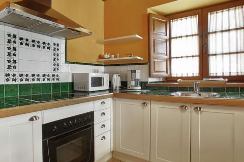 Pruneda es una preciosa casa rural del siglo XVII, totalmente renovada y existe en tres casas individuales. Casa Pruneda III es un alojamiento confortable con un ambiente cálido y acogedor. Las paredes están hechas de piedra y vigas de madera. Las es...