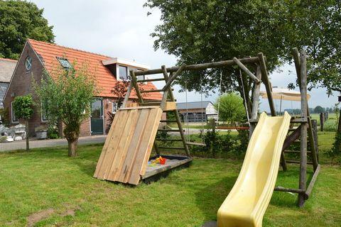 't Kokhuus is een vakantiehuis voor 6 personen op het platteland van Holten. Het huis beschikt over een woonkamer met grote hoekbank en open keuken. Het huisje is een voormalig kookhuisje; hier werd vroeger op open vuur gekookt. Het huis heeft 3 slaa...