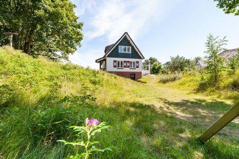 Deze villa met rieten kap bevindt zich in Buren in de duinen op het Ameland. Met 4 slaapkamers geschikt voor 8 personen. De zee op slechts 800 m van de villa en bereik je via een duinpad. Het prachtige natuurlijke duingebied tussen Nes en Buren, en h...