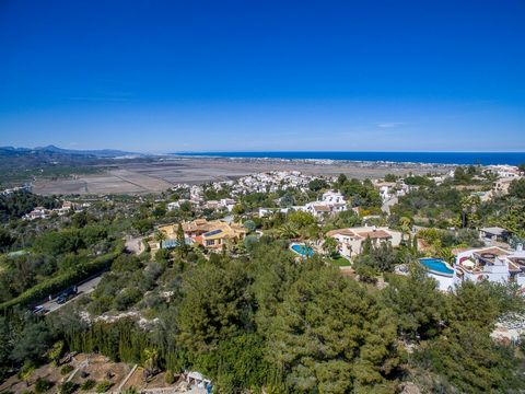 The plot is situated on a cul de sac. Although surrounded by luxurious villas this plot offers a lot of privacy. The plot is nearly flat and easy to build on. The urbanisation has an up to date infrastructure en is centrally located between Pego, Raf...