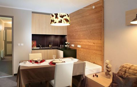 The Residence Lune Argent in Megève is split into two chalet and is about 1 km from the centre of the village where you will find all the shops, ski lifts, ski schools etc. There are restaurants and bars 500 m away. Surface area : about 34 m². Some i...