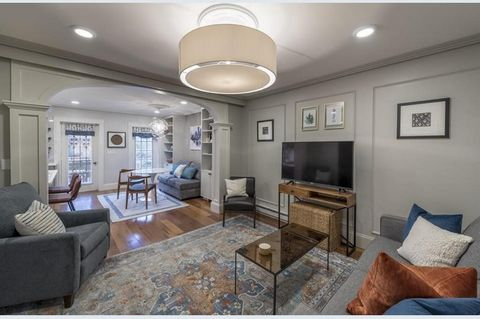 Spectacular street level and garden duplex on the Back Bay/South End border just steps from some of Boston's best restaurants and the Prudential Mall as well as a short walk to Back Bay Station. The gut renovated condo features 1,791 Sq. Ft., three b...
