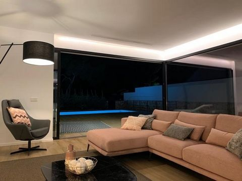 This luxury complex of 6 semi detached villas is within 300m of the center of Moraira and the stunning beach.. The show house is available for sale at 699,000€ and prices vary depending on the size of plot and views. The upper villas enjoy a sea view...