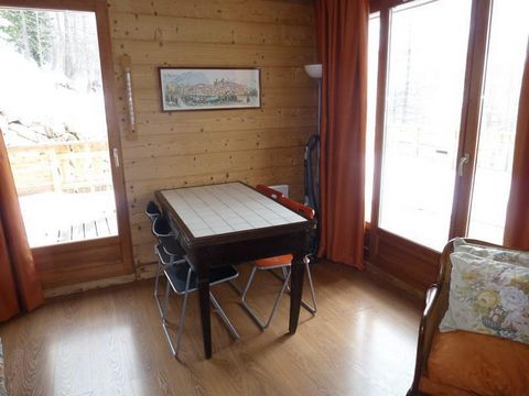 Chalets du Mercantour are situated in the Hameau, on the South side of the ski resort of Isola 2000. You will be at 1km from the centre of the resort. Chalets are in a pedestrian area. You can access to the chalets by stairs or by walkways. You can u...