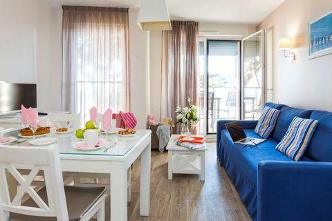 La Résidence De la Plage est l'adresse rêvée pour passer des vacances réussies au soleil sur la Côte d'Amour près de la baie de La Baule. Le domaine relativement petit se compose de 2 bâtiments de 3 et 4 étages abritant des appartements à l'aménageme...