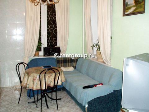 Лот №7102. Предлагаем в аренду 4-х уровневый кирпичный коттедж общей площадью 250 кв.м. Коттедж сдается на сутки, выходные и праздничные дни. В нем есть великолепная просторная кухня со столом на 15 человек, пять комфортабельных спальных комнат, сану...